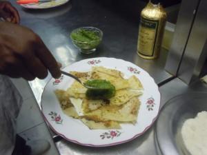 Un piatto di testaroli al pesto di basilico preparati dallo che del Ristorante Piedigrotta di Genova secondo la ricetta di Umberto Curti, Ligucibario