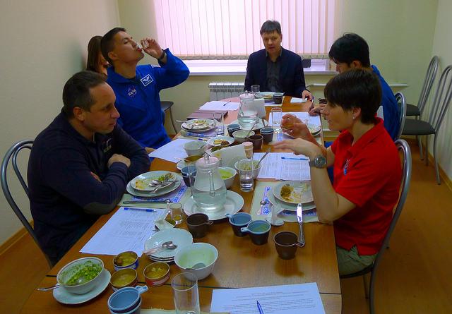 Test cibo di bordo a Star City (Moscow Oblast)
