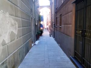 caruggi del bel centro storico di savona